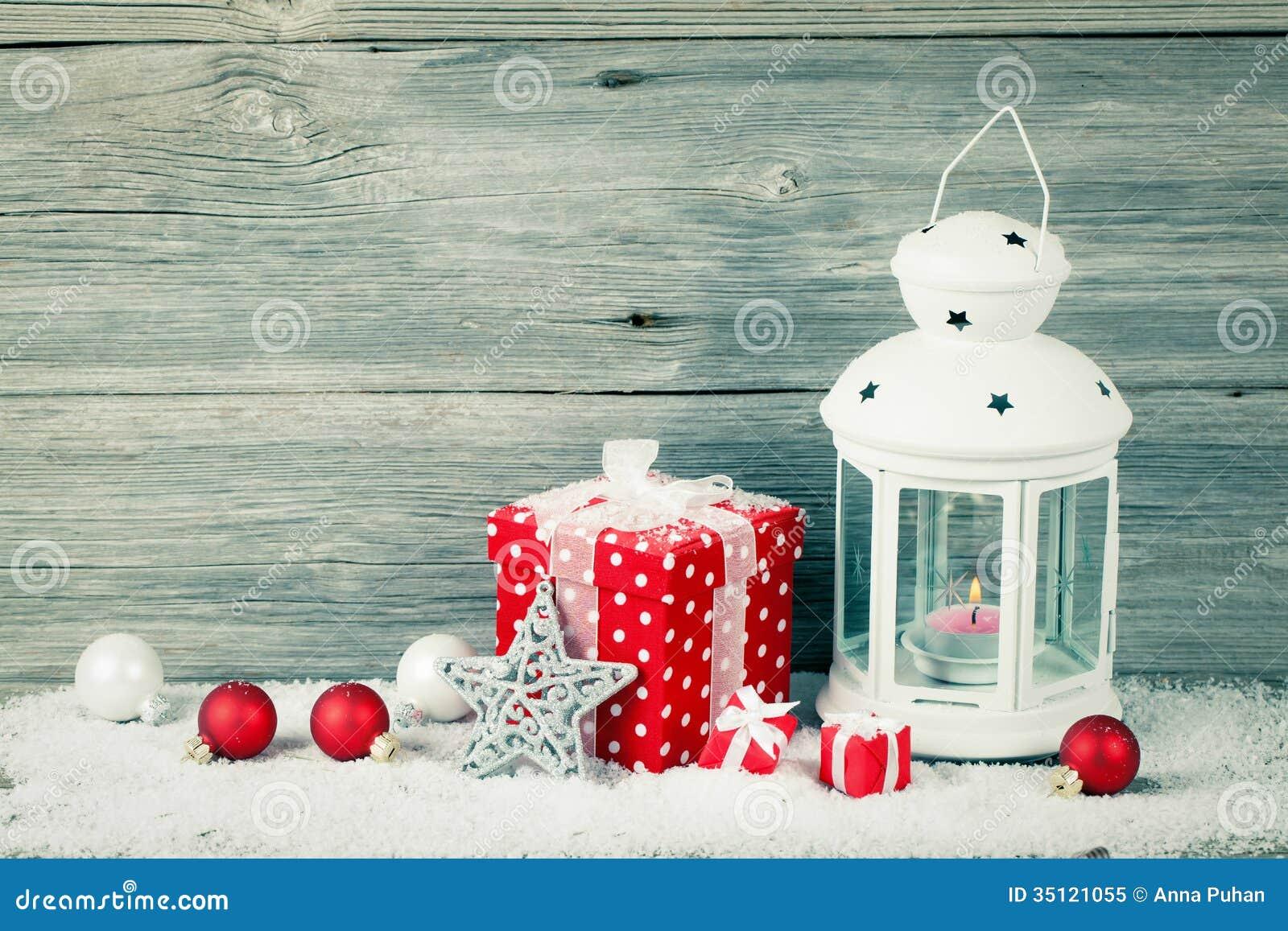 lanterne br lante dans la neige avec la d coration de no l photo libre de droits image 35121055. Black Bedroom Furniture Sets. Home Design Ideas