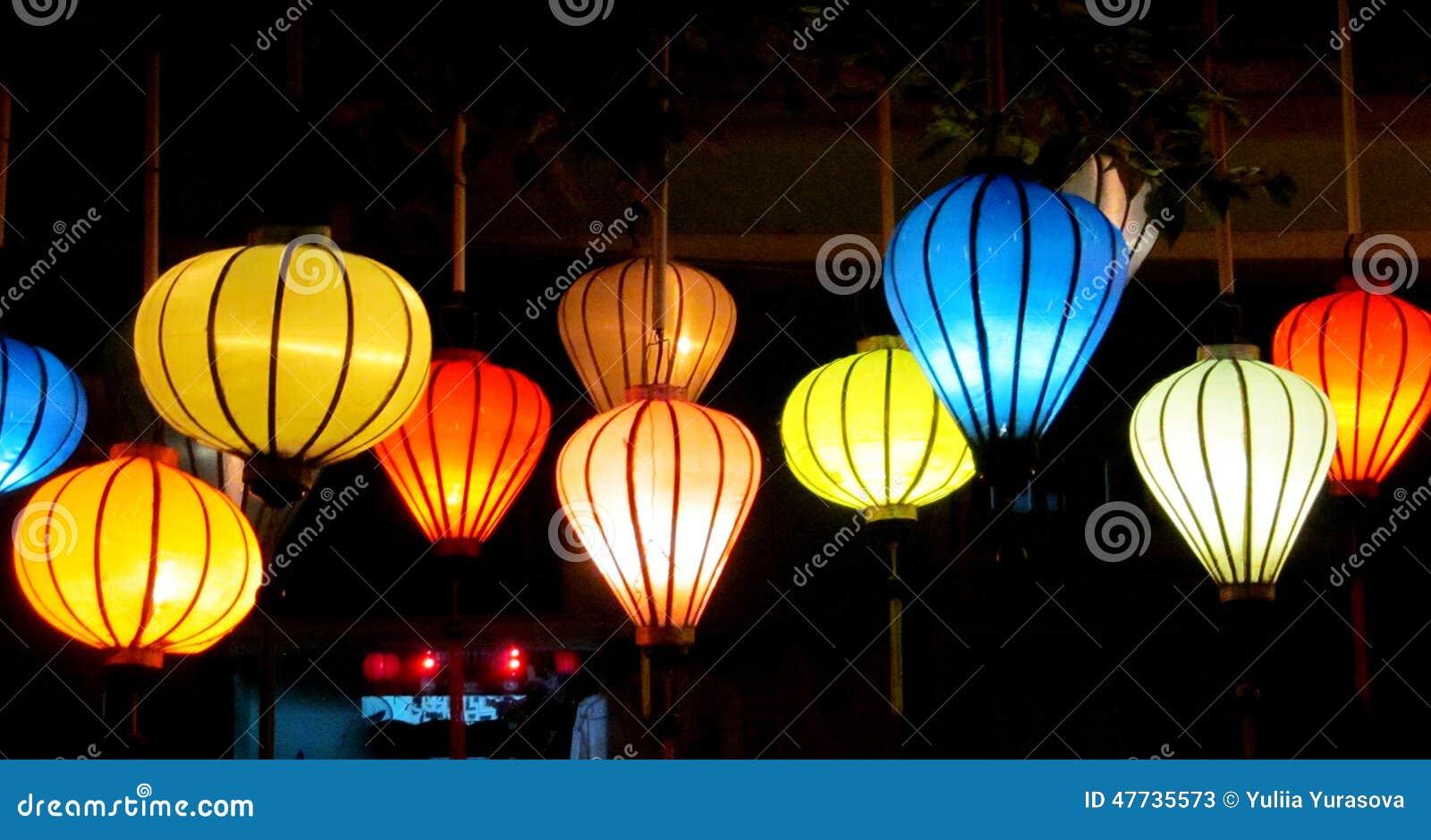 Decorazioni Con Lanterne Cinesi : Lanterne culorful asiatiche tradizionali al mercato del cinese di