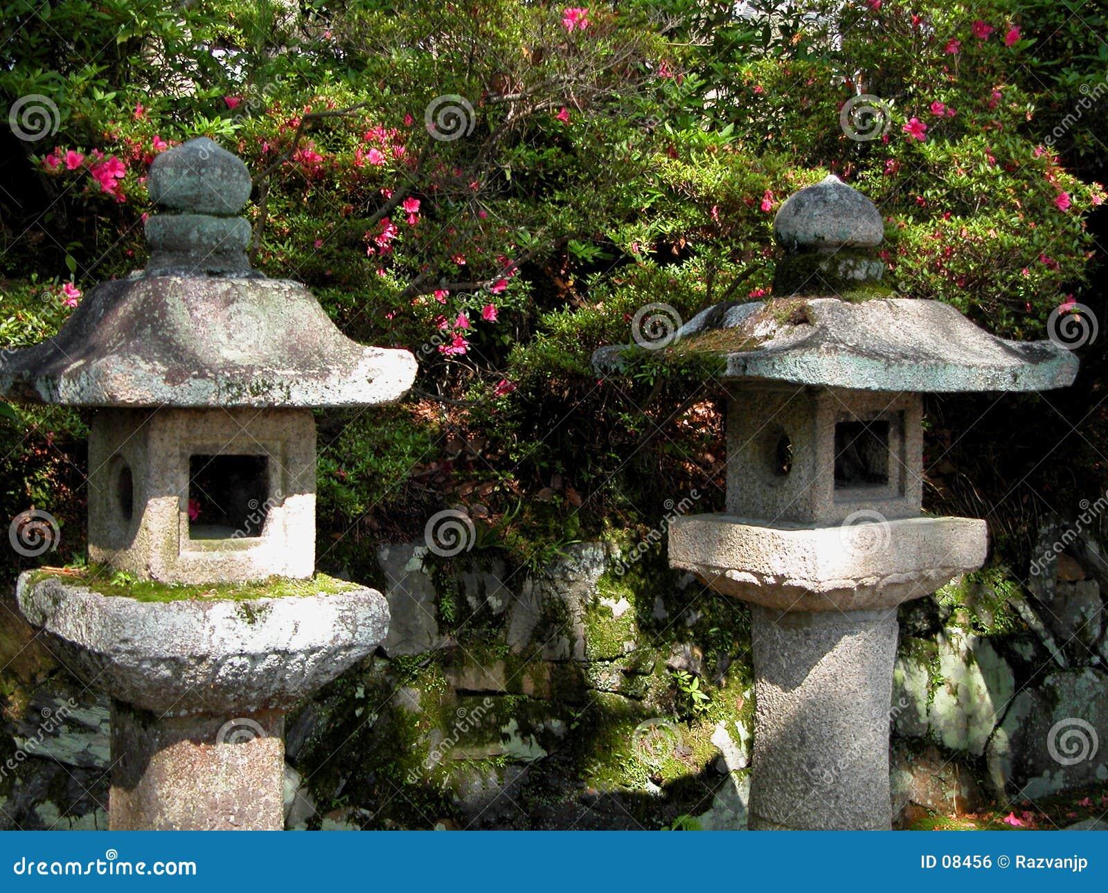 lanterne di pietra giapponesi immagine stock libera da
