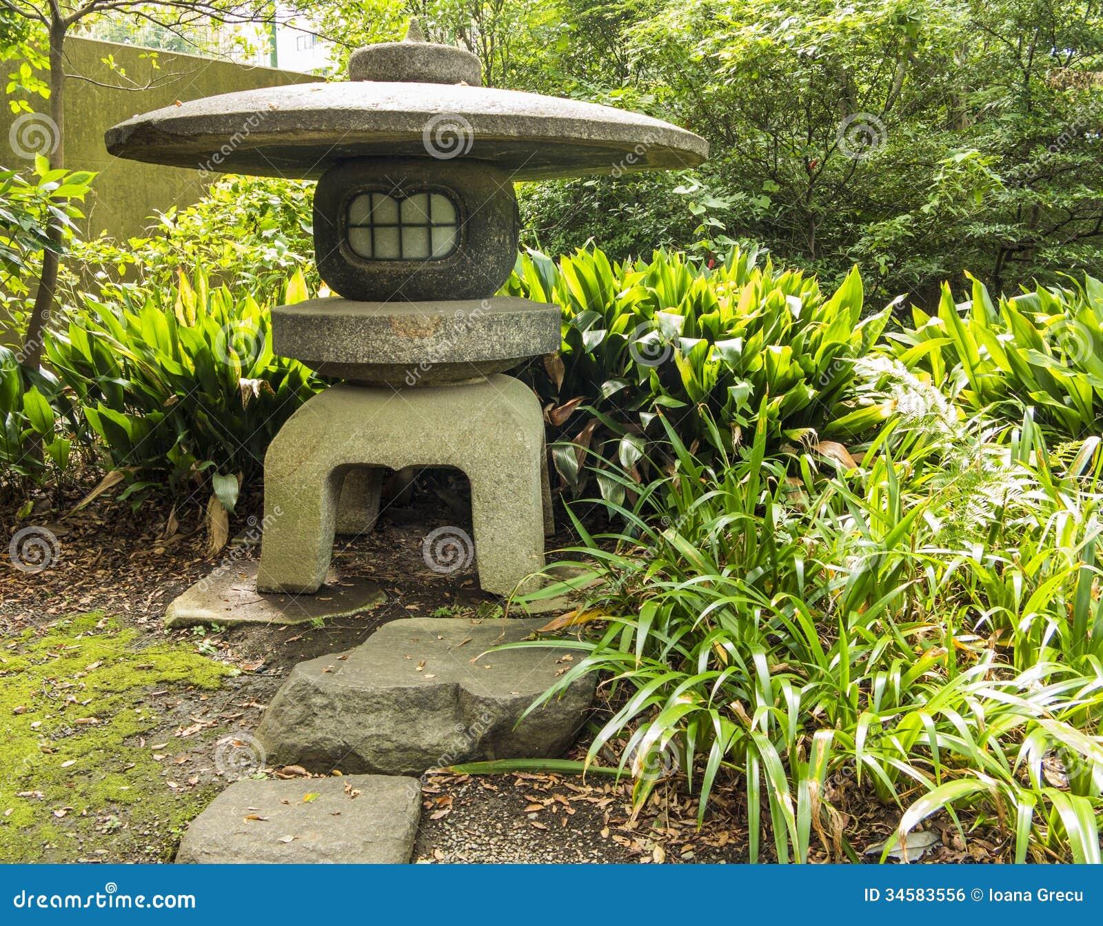 lanterne en pierre japonaise image libre de droits image. Black Bedroom Furniture Sets. Home Design Ideas