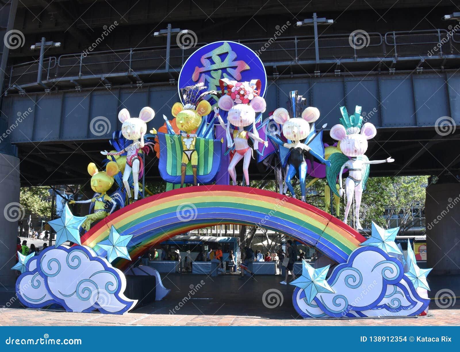 Lanterne esagerate sotto forma degli animali cinesi dello zodiaco a Quay circolare