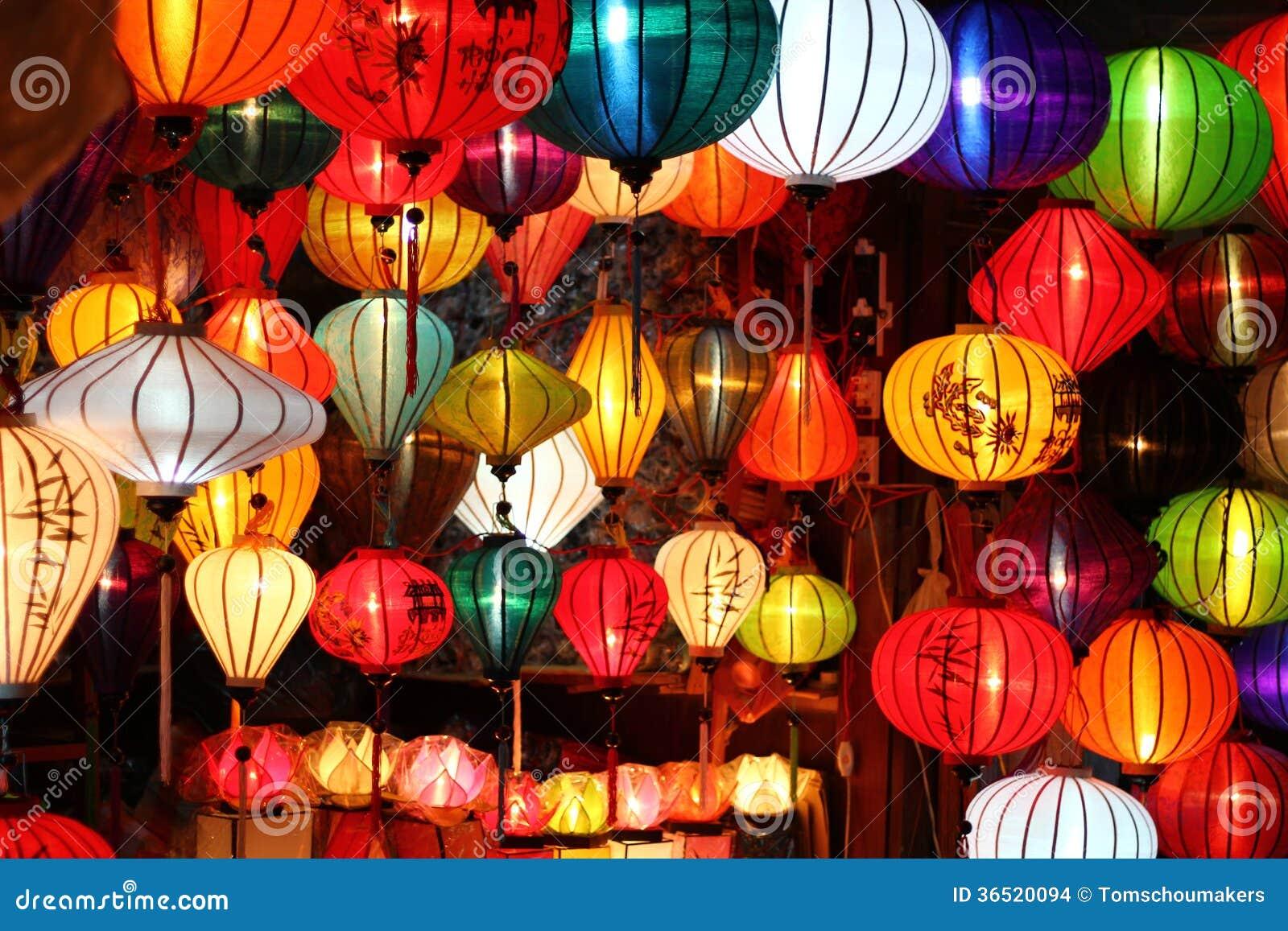 Lanternes en soie vietnamiennes colorées