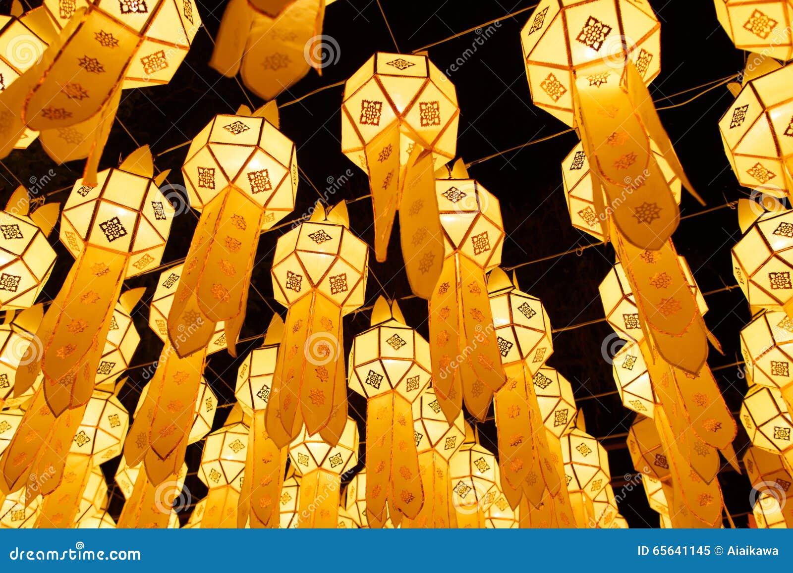 Lanternes thaïlandaises du nord de style chez Loy Krathong Festival