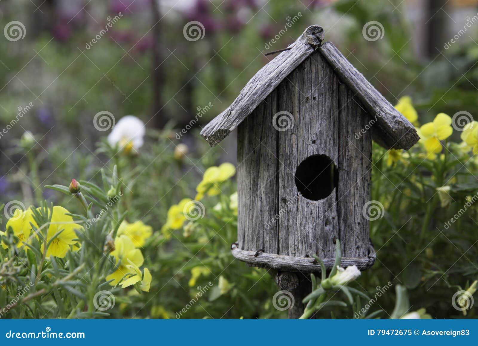 Lantlig birdhouse