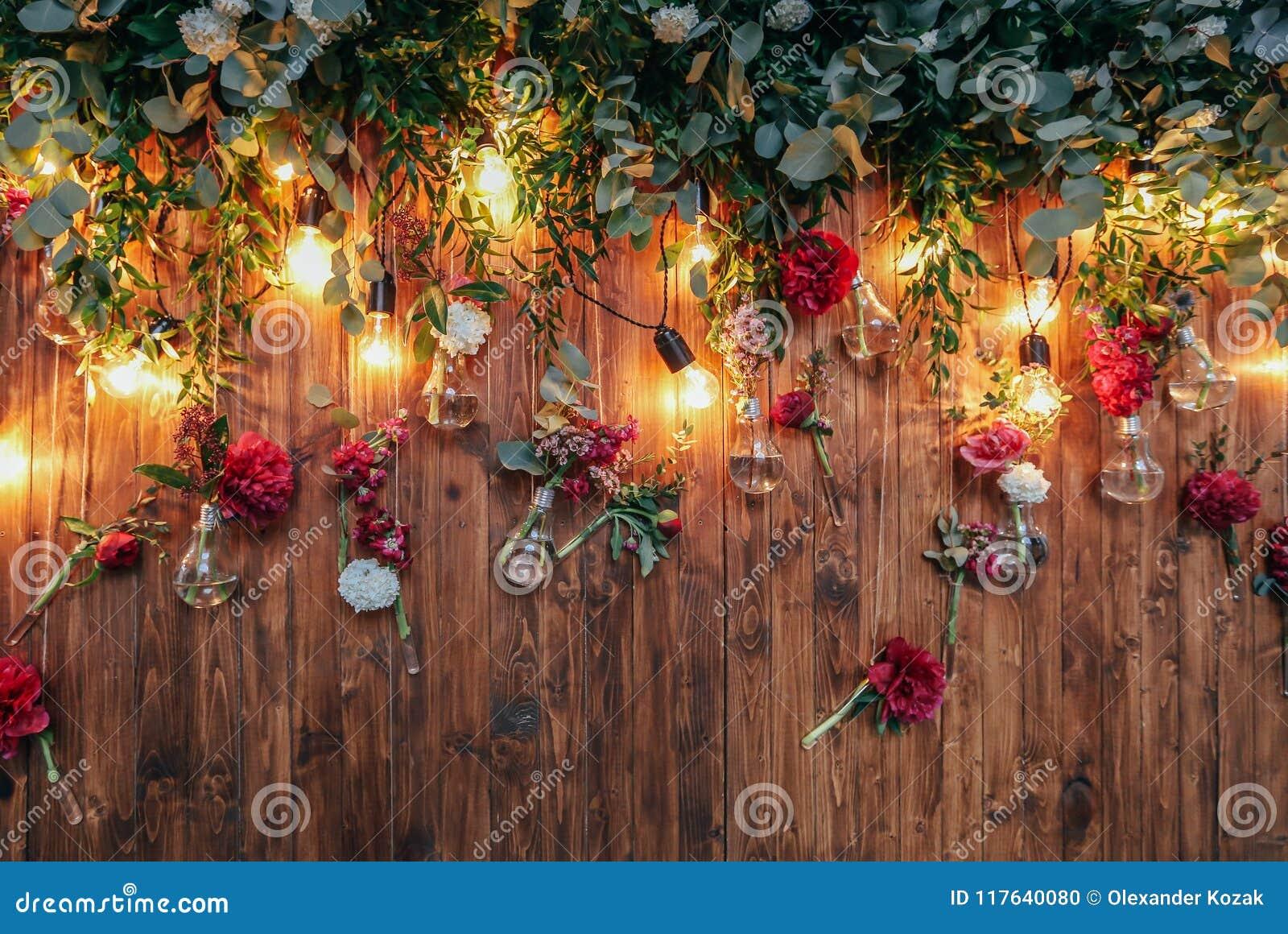 Lantlig bröllopfotozon Gjord hand - inkluderar när du gifta sig garneringar fotobåset röda blommor