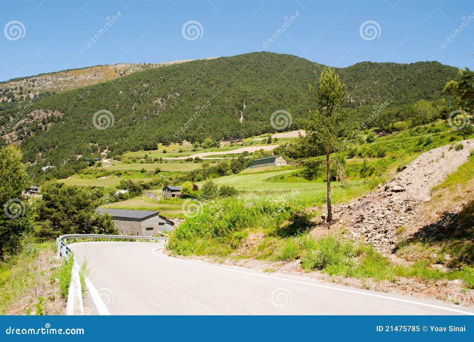 Lantlig sikt av Andorra