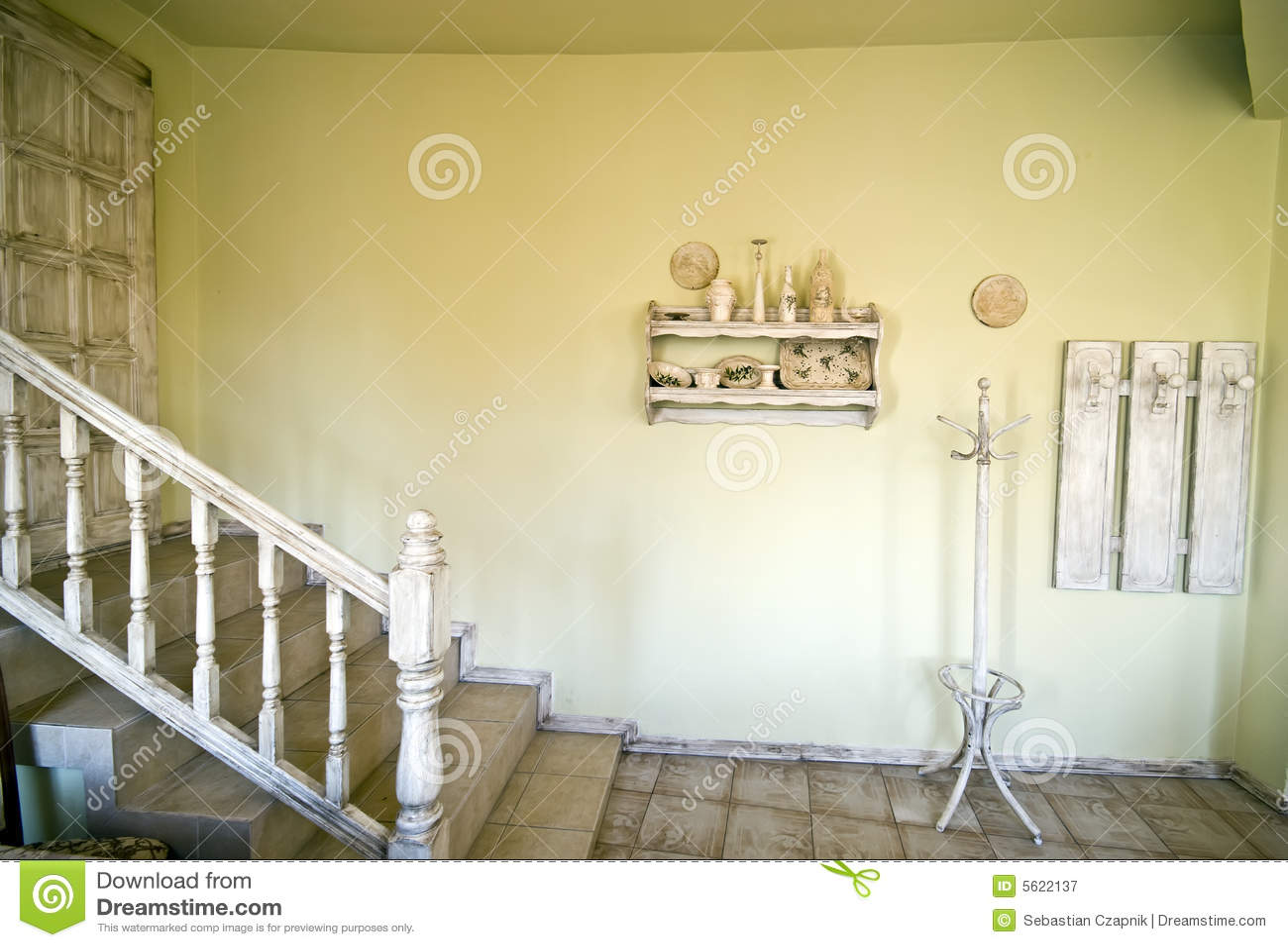 Lantlig trappa för hus royaltyfri fotografi   bild: 5622137