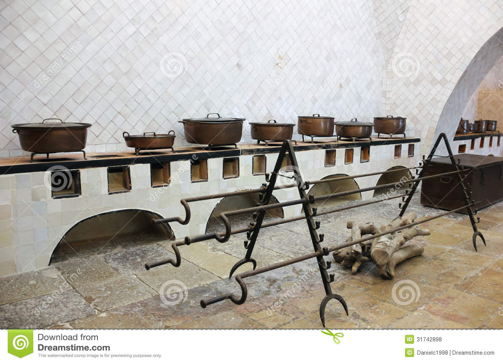 Kok Lantligt Bilder : kok lantligt bilder  Lantligt kok Rad av gamla kopparpannor Sintra