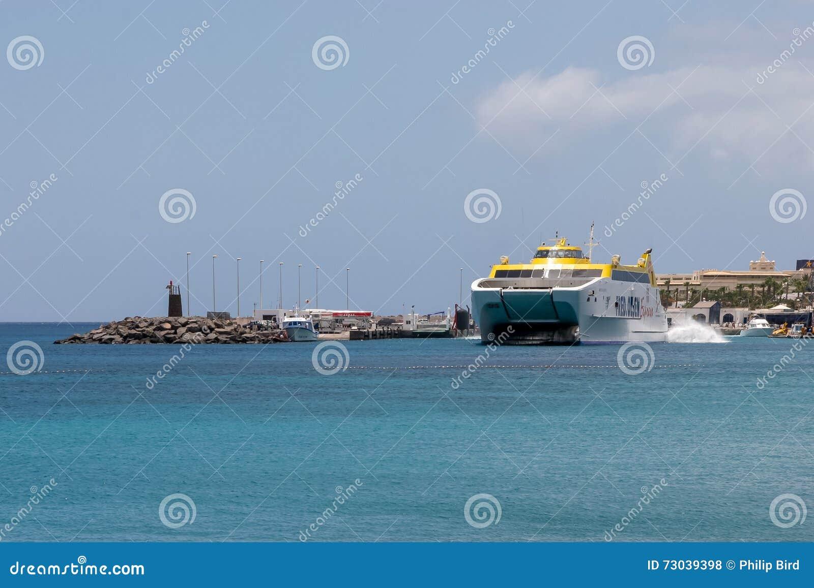 LANZAROTE, CANARIO ISLANDS/SPAIN - 2 DE AGOSTO: Expre de Canarias