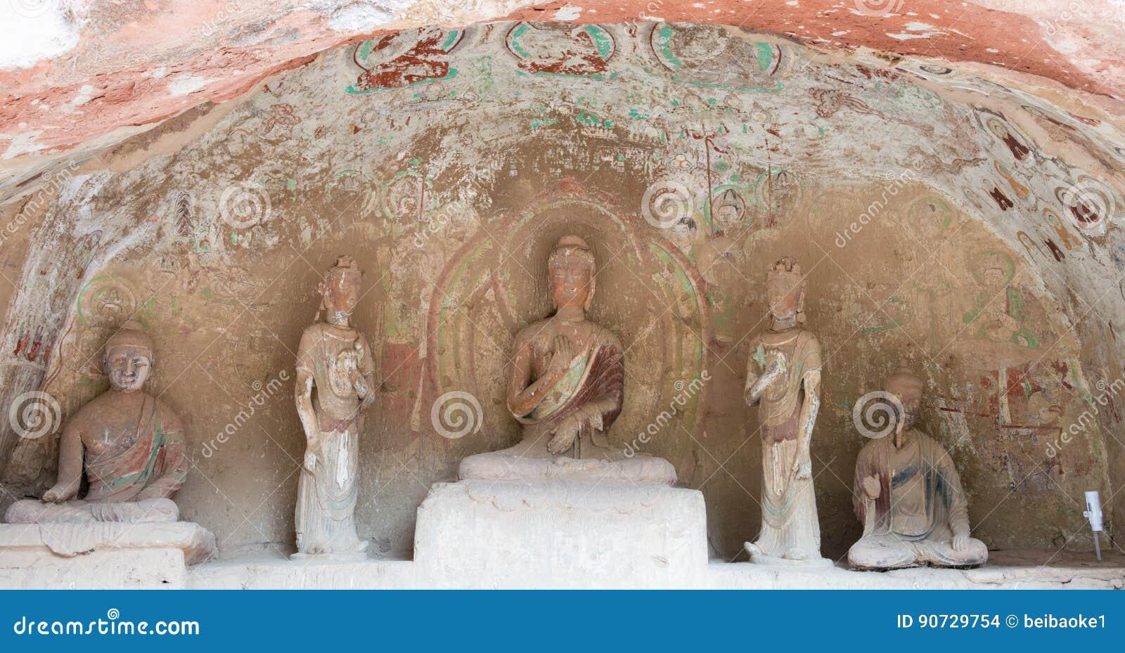 LANZHOU, CHINA - 30 SEP 2014: De Standbeelden van Boedha bij Bingling-Hol Te