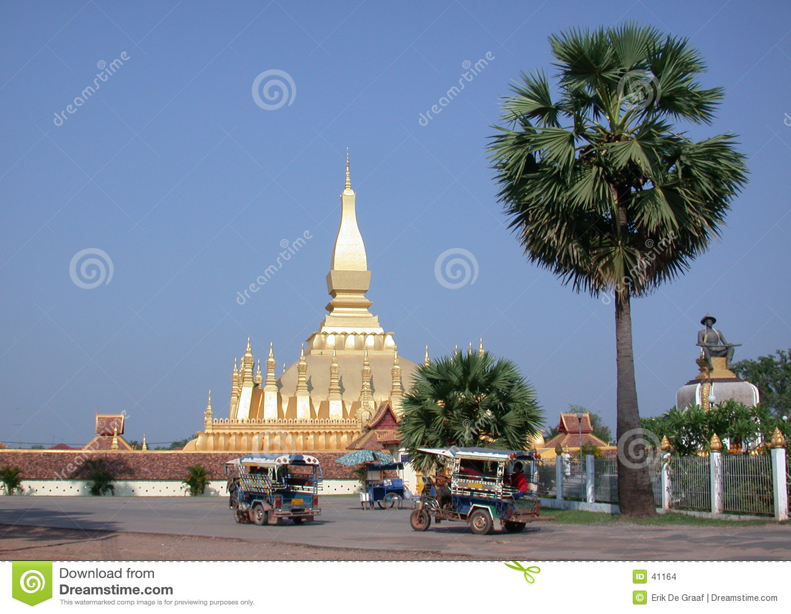 Laos stupa 2