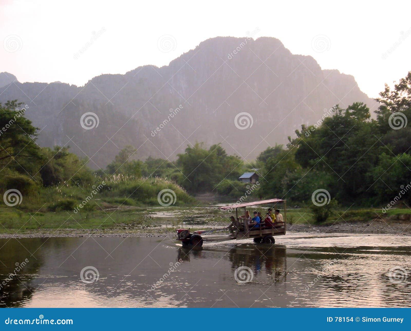 Laos vang vieng wody ciągnika