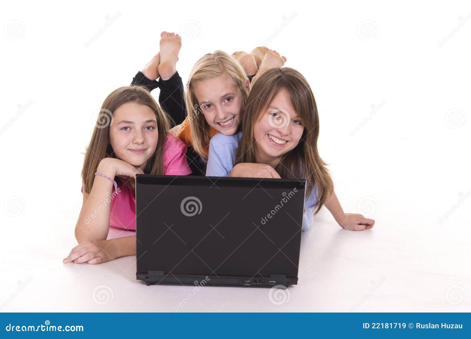 Lap-top τρία κοριτσιών νεολαίε&sigm