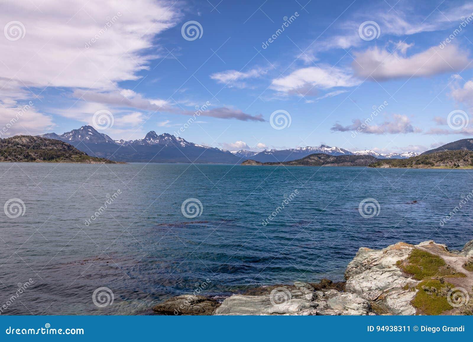 Lapataia zatoka przy Tierra Del Fuego parkiem narodowym w Patagonia - Ushuaia, Tierra Del Fuego, Argentyna