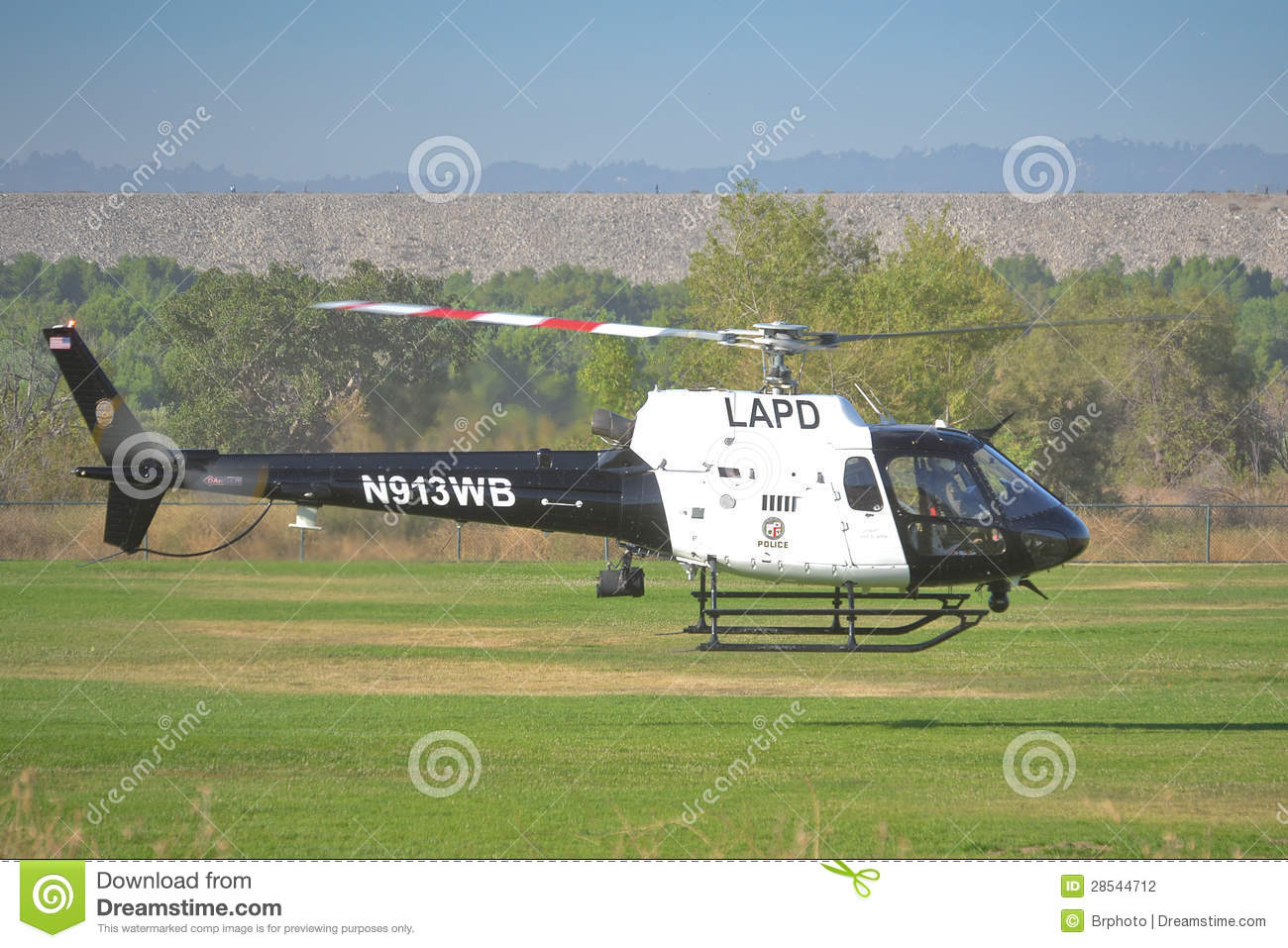 Elicottero 350 : Lapd helicopter in flight editorial photography. image of california