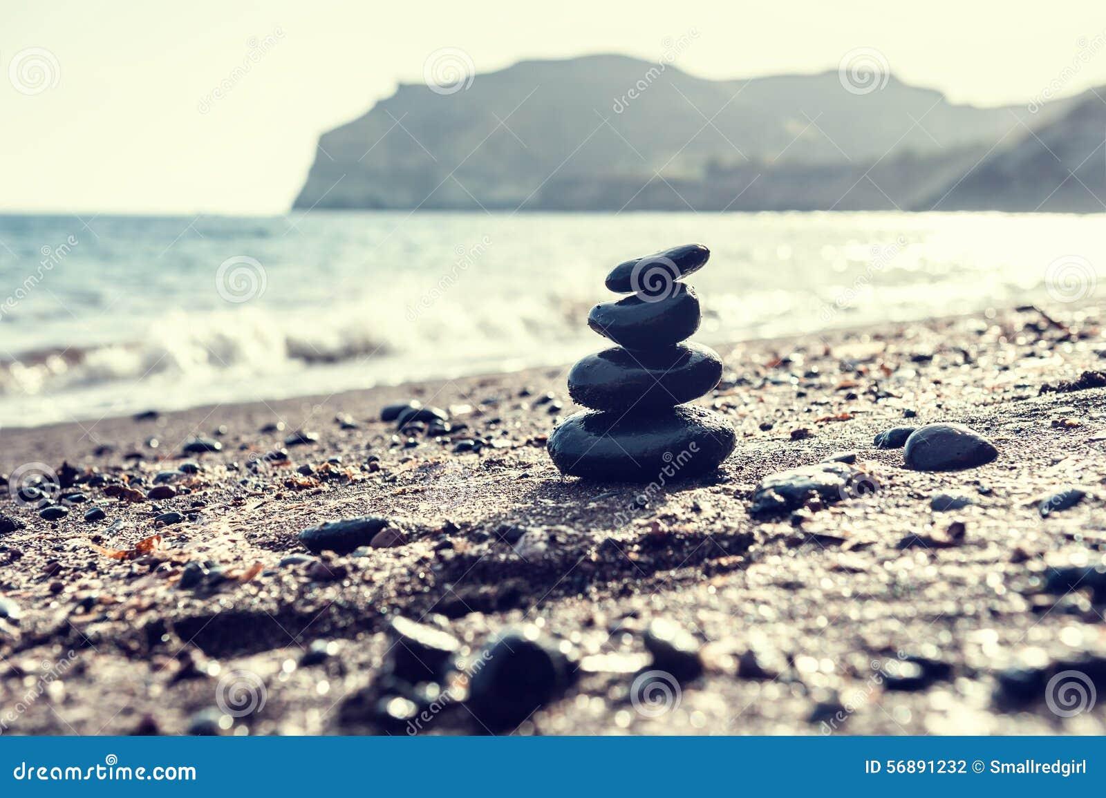 Lapida la piramide sulla spiaggia