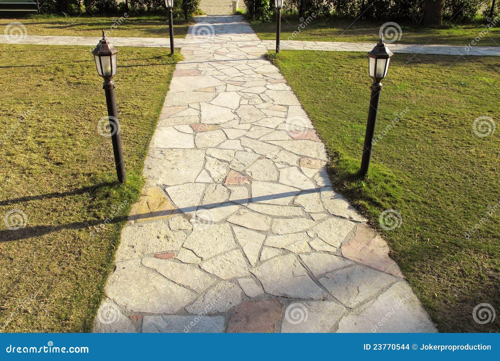 Lapidi la pavimentazione in giardino fotografia stock - Pavimentazione giardino in pietra ...