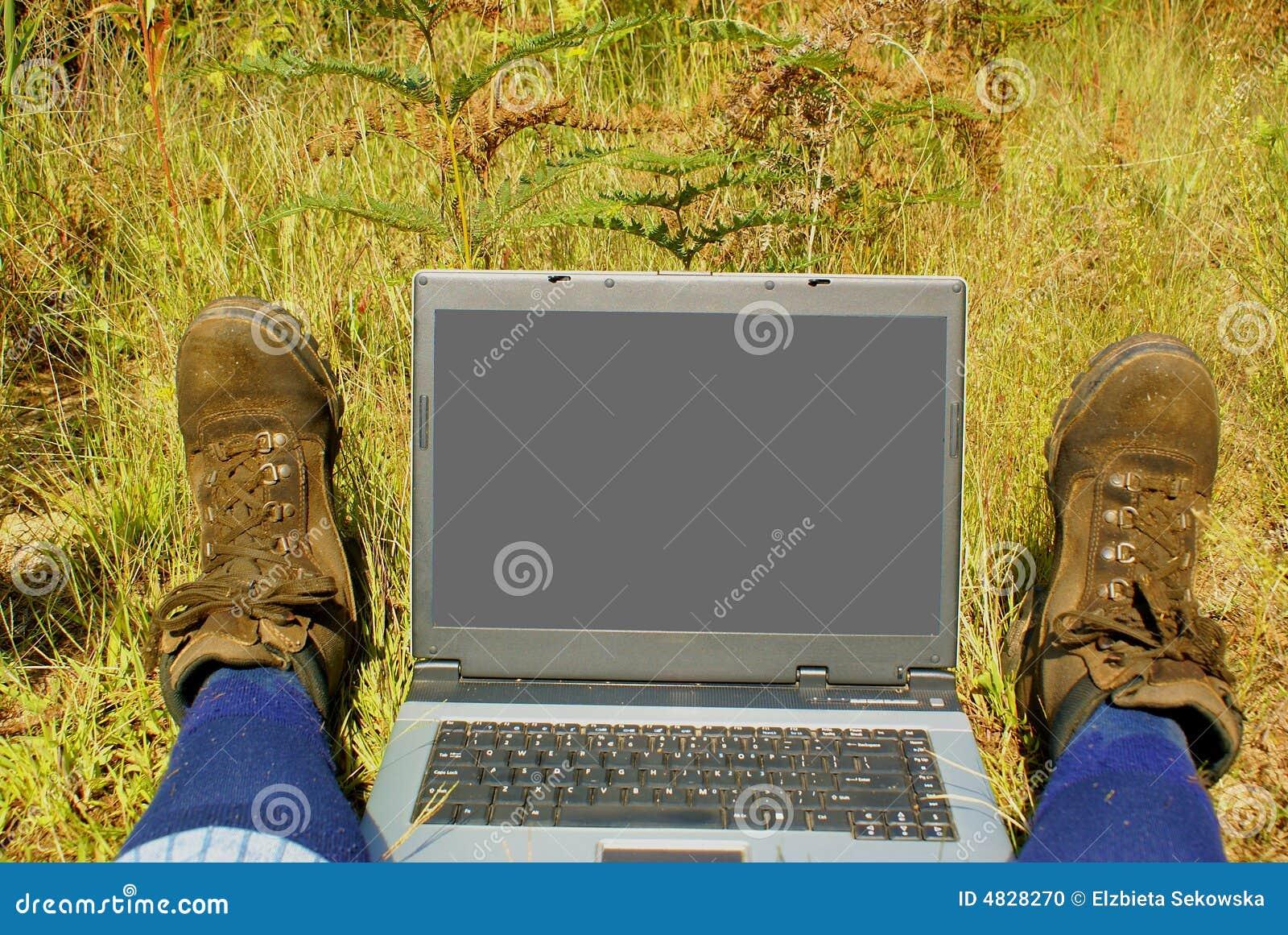 Laptop auf wandernder Spur