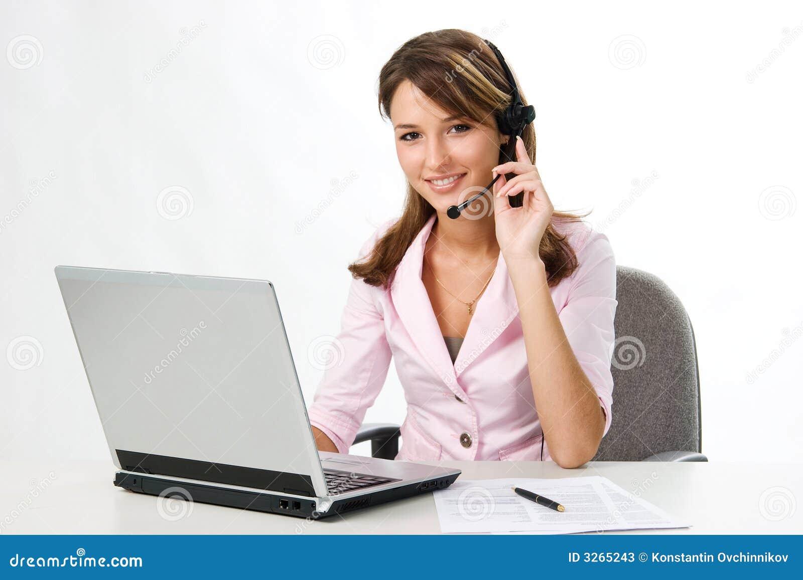 Laptop dziewczyny słuchawki