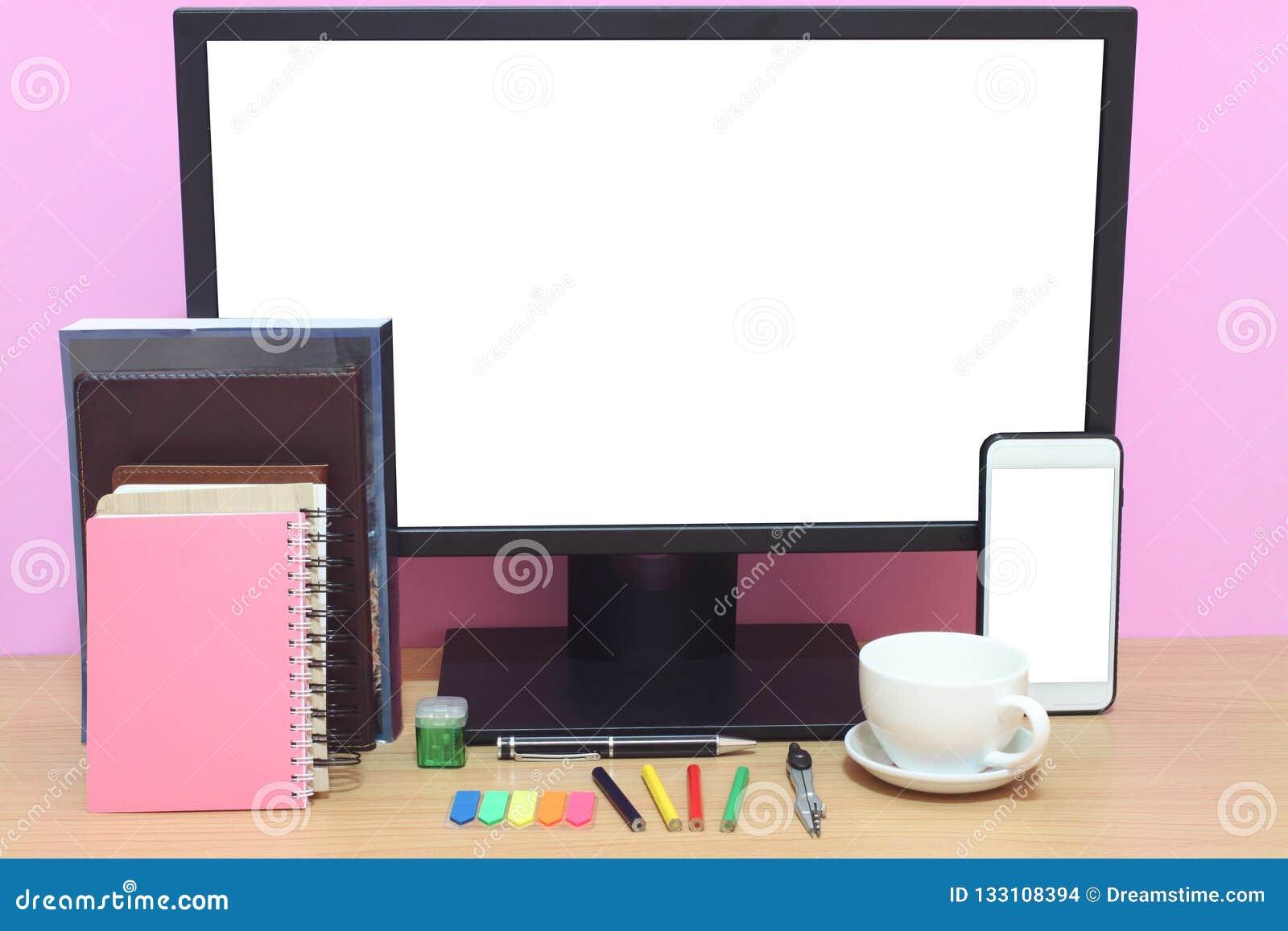 Laptop książki i umieszczamy na biurku i co