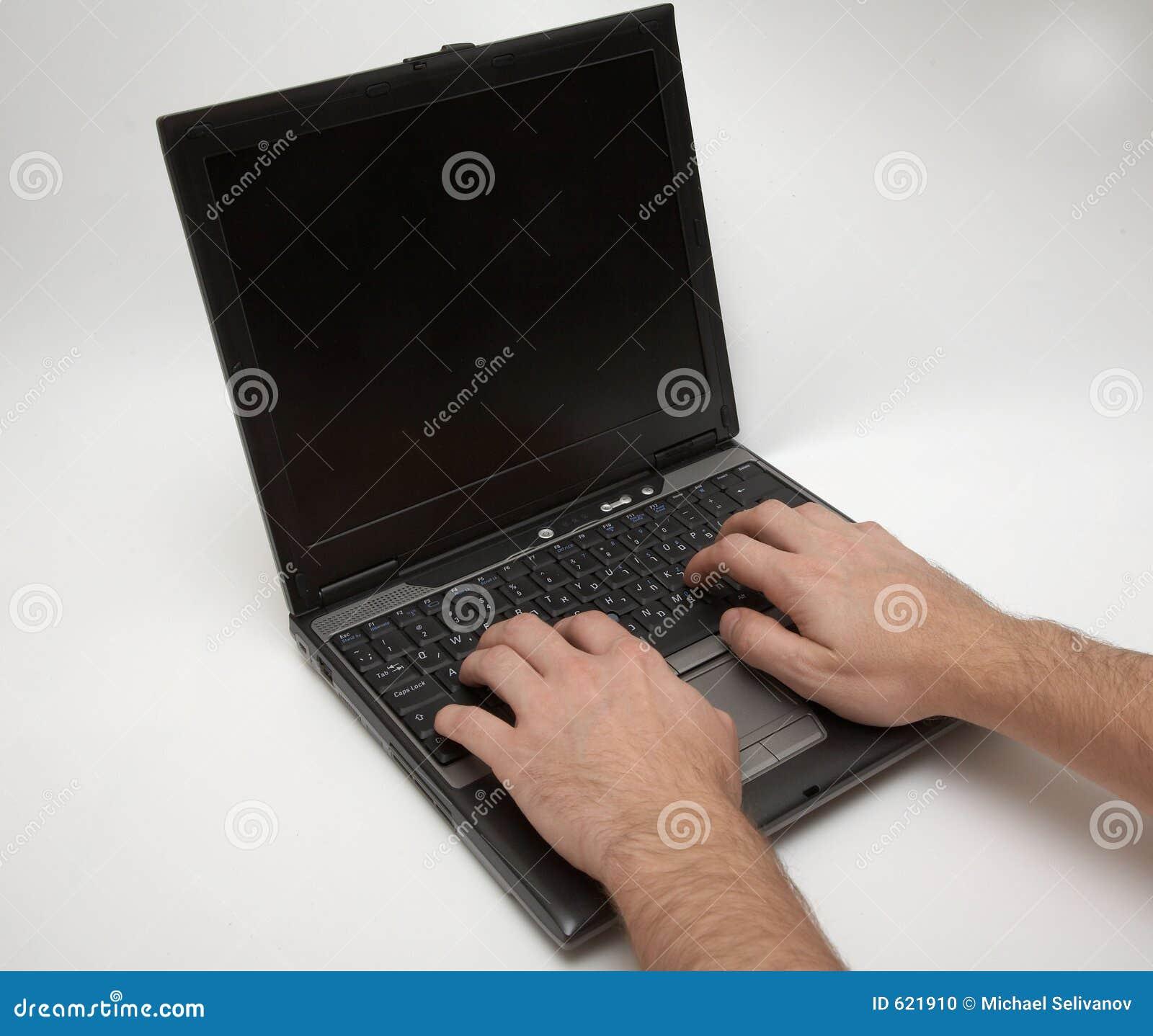 Laptop met handen