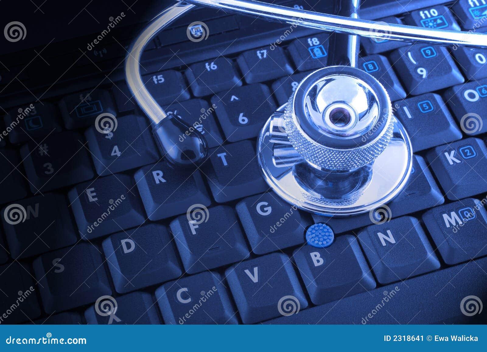 Laptop und Stethoskop