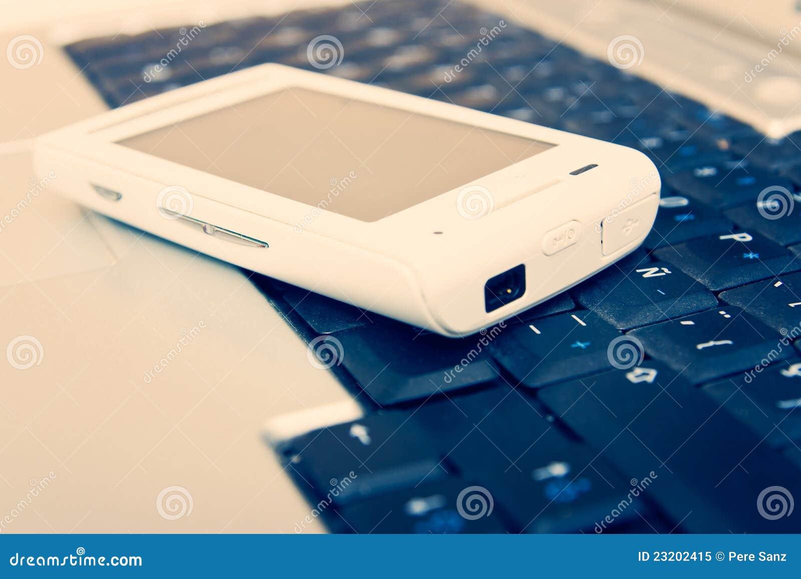 Laptopu komórkowy telefon