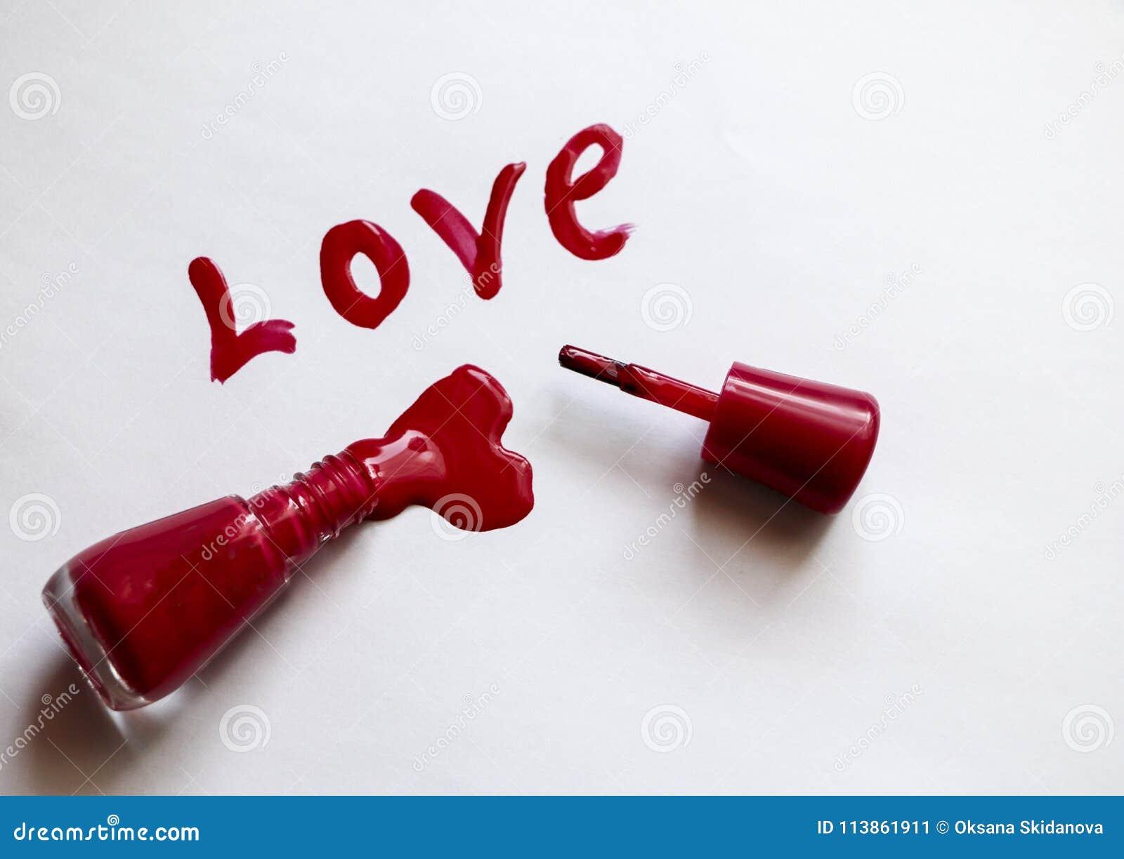 Laque Rouge Amour - écrit Dans Le Vernis à Ongles Rouge Sur Un Fond ...