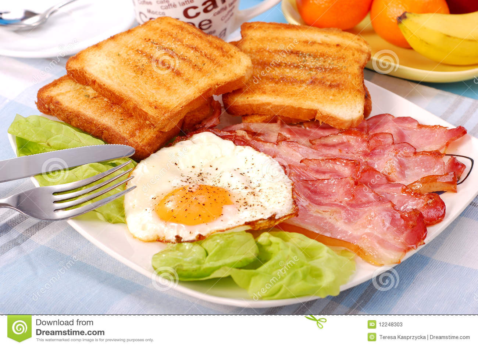 Lard et oeufs pour le déjeuner