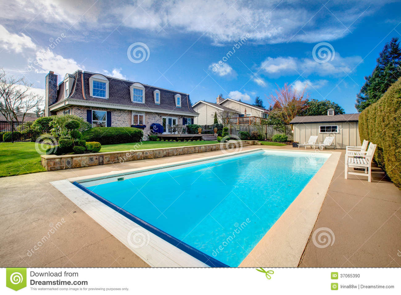 Story House With Swimming Pool