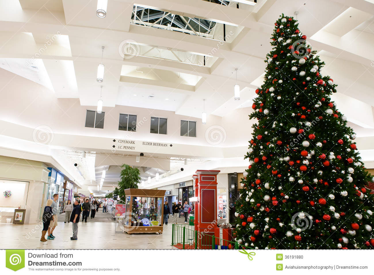 Large Christmas Tree In Mall Editorial Image - Image of interior ...