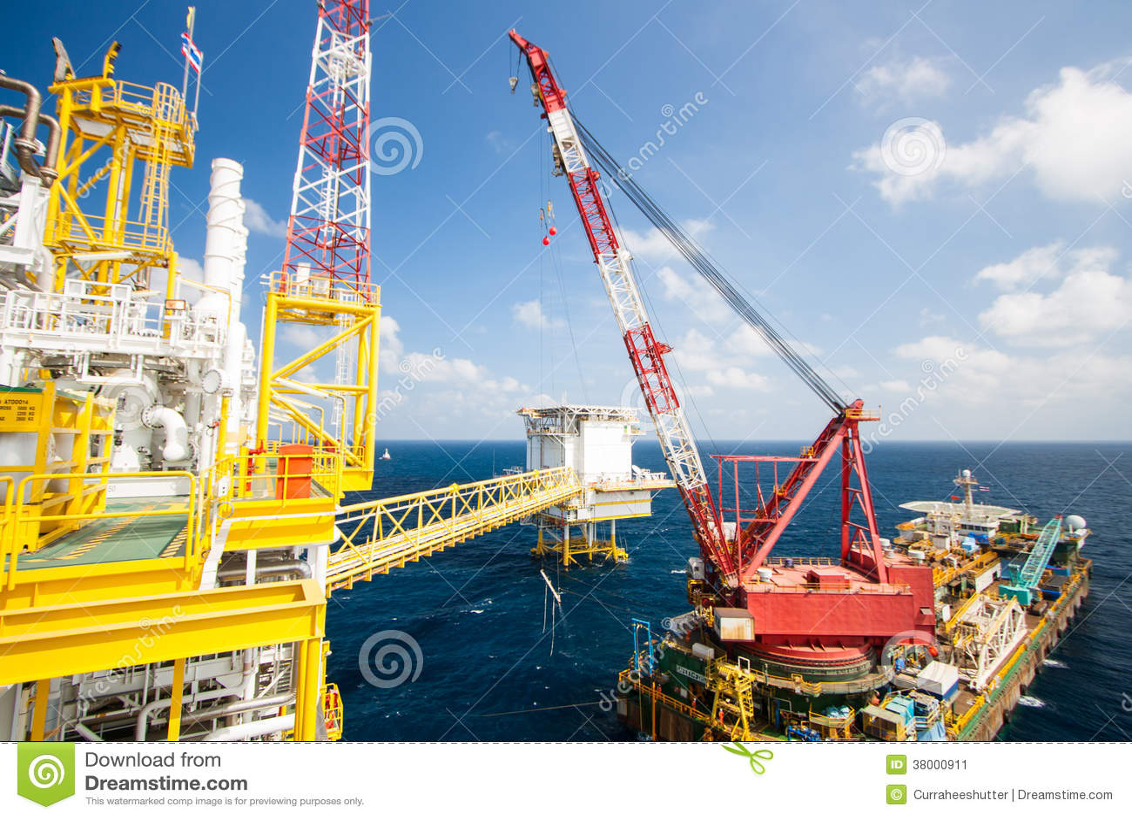 Offshore Marine Photos : Large crane vessel installing the platform in offshore