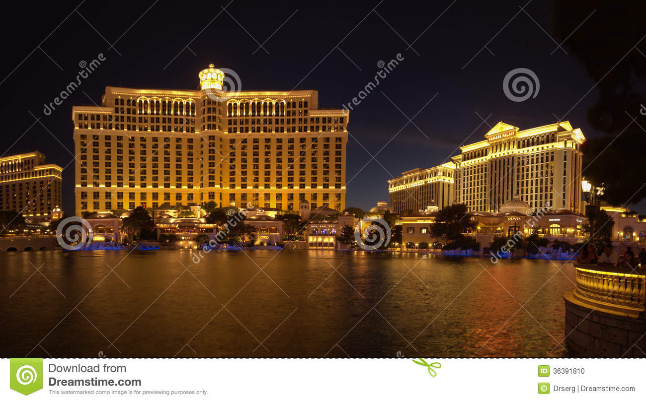 Large fountain pool in front of bellagio and caesar hotels for Pool show las vegas november
