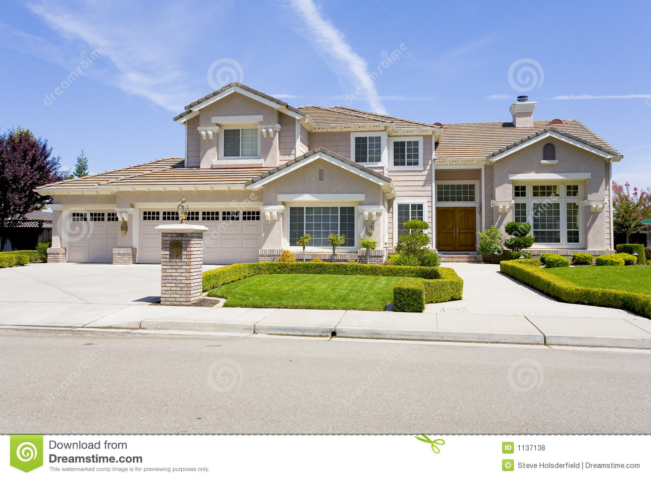 Large Luxurious Suburban Home For The Executive With A