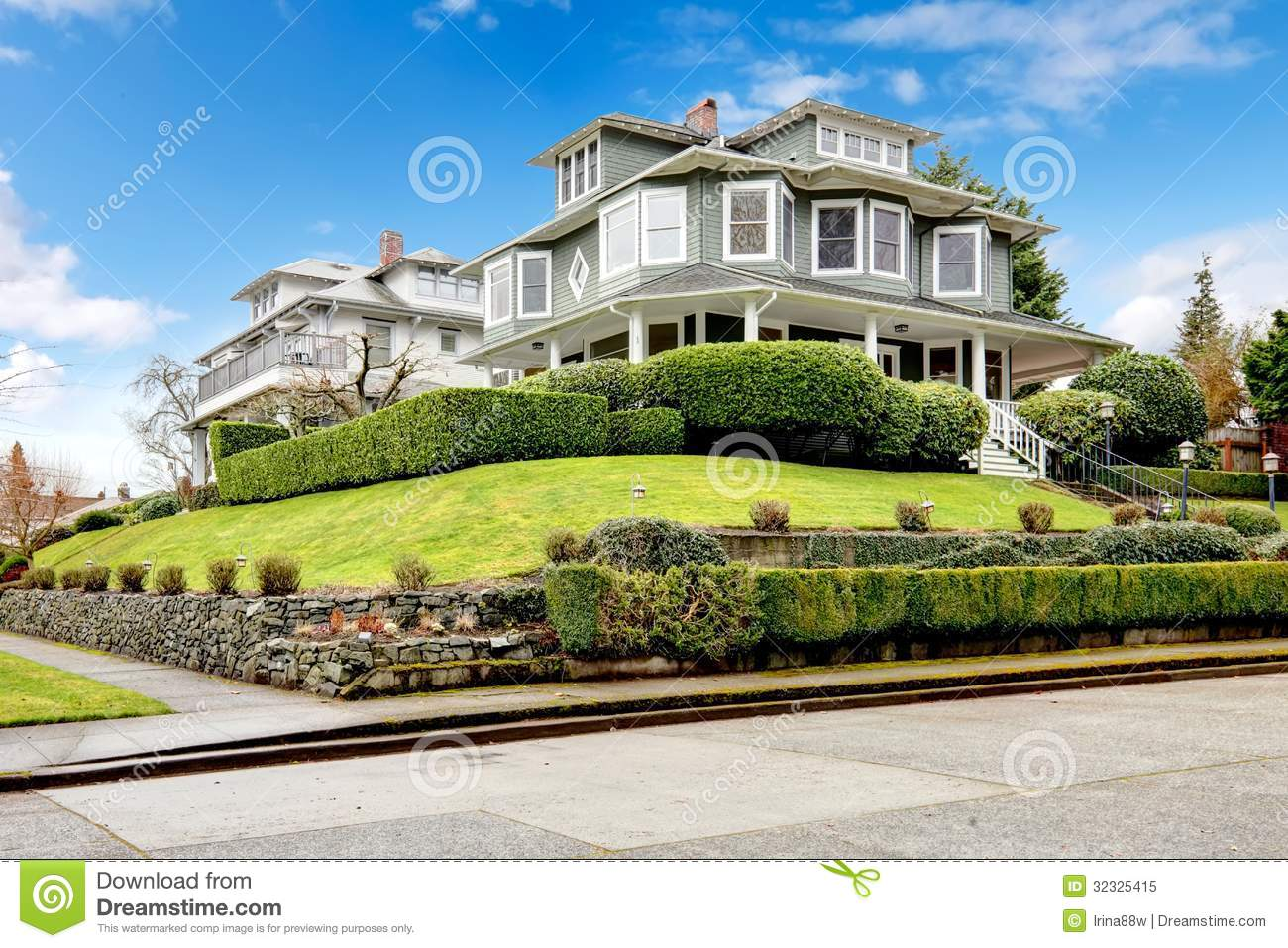Large Luxury Green Craftsman Classic American House Exterior Stock Image Image Of Design