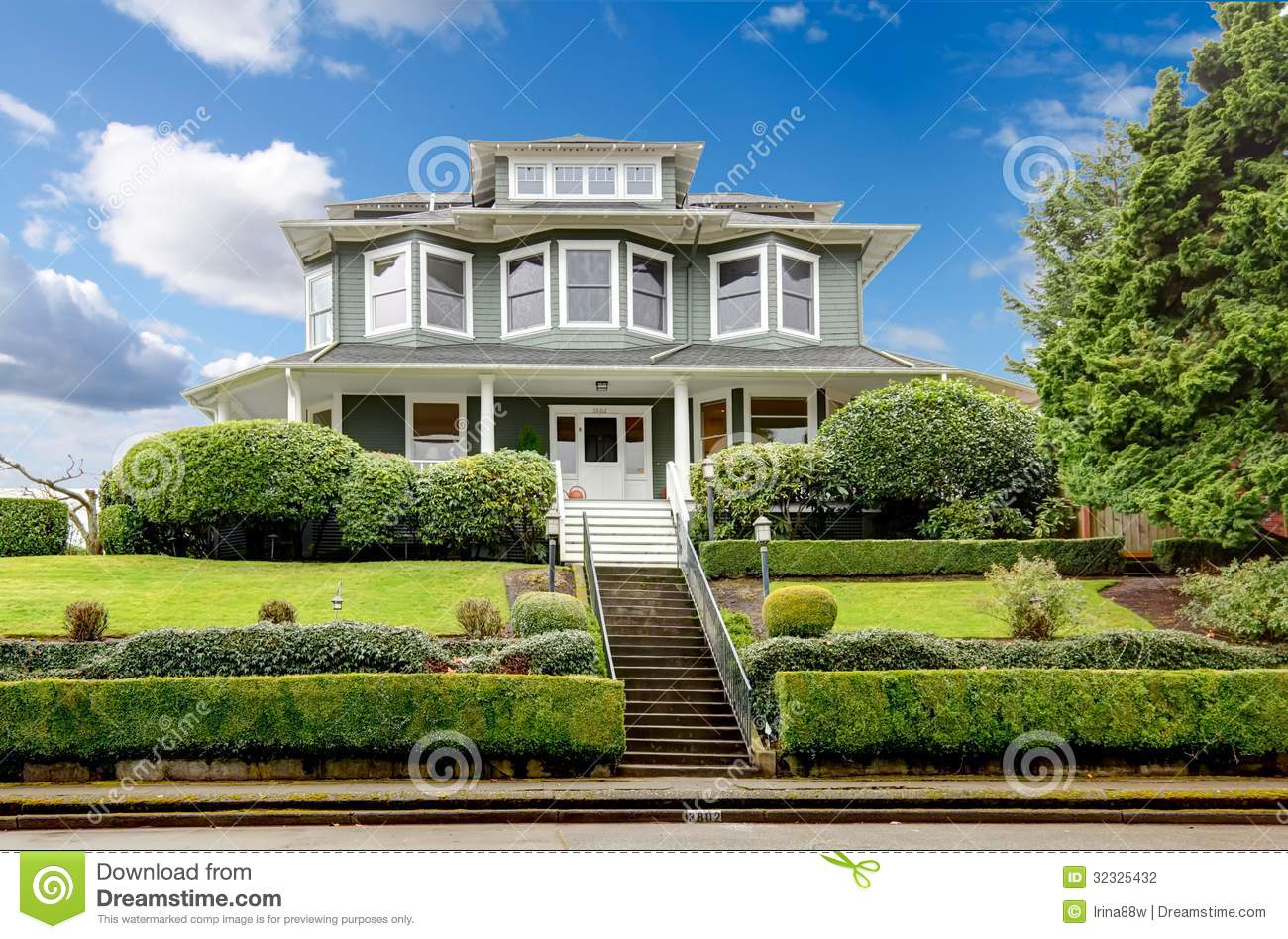 Large luxury green craftsman classic american house for Big houses in america