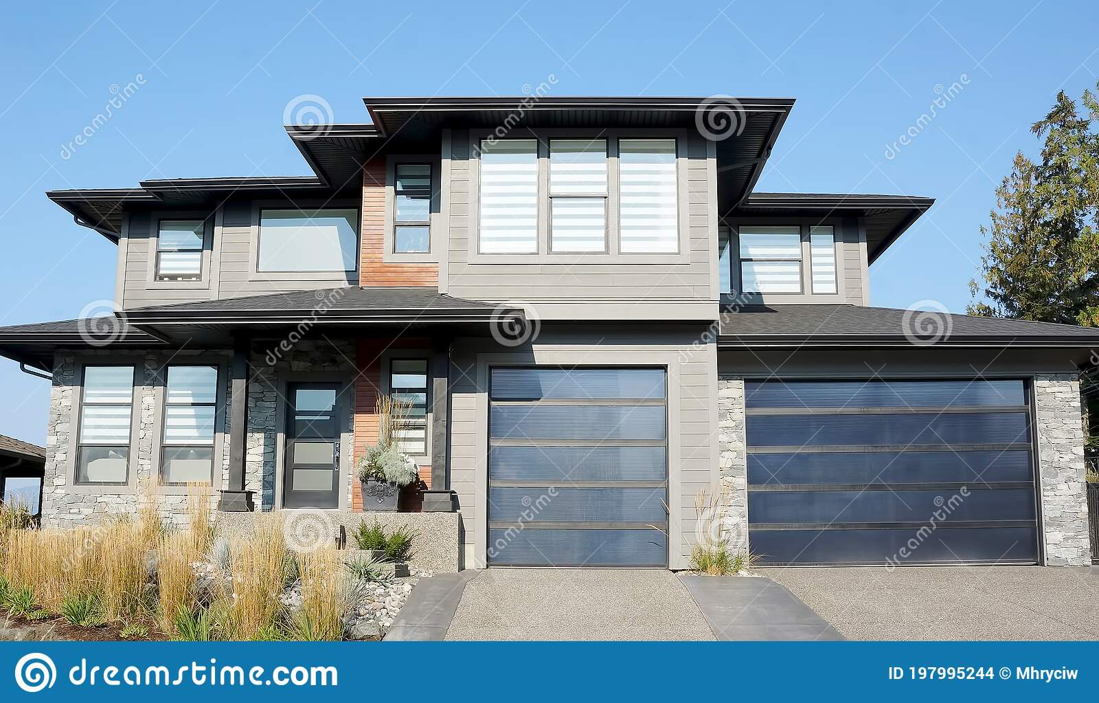 New Gray Black Home House Residence Exterior Double Garage Stock Photo Image Of Exterior Beige 197995244
