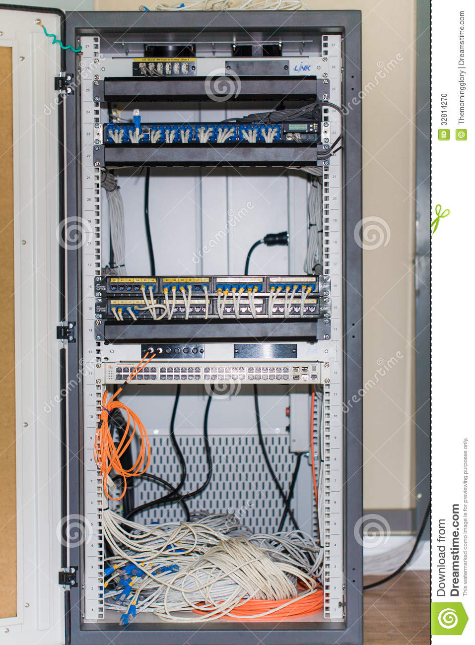Delicieux Large Network Hub And Connected Internet Cables In Cabinet