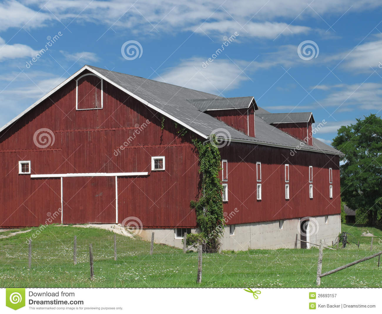 Large Red Wooden Farm Barn Royalty Free Stock Photography