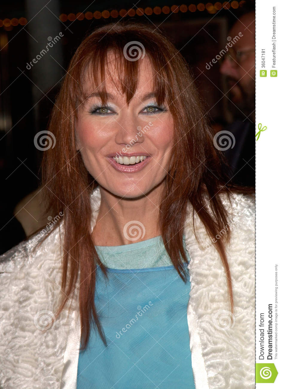 Country singer LARI WHITE at the Los Angeles premiere of Cast Away ...