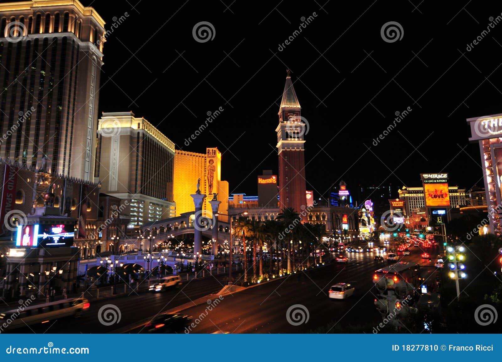 Las晚上主街上维加斯视图