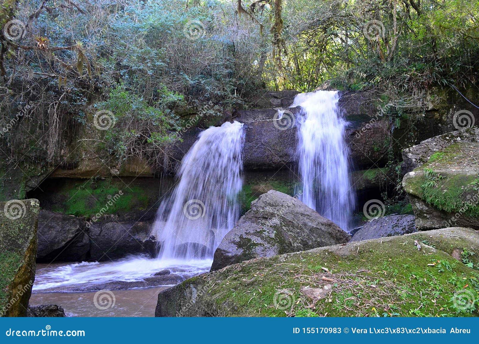 Las aguas de la cascada