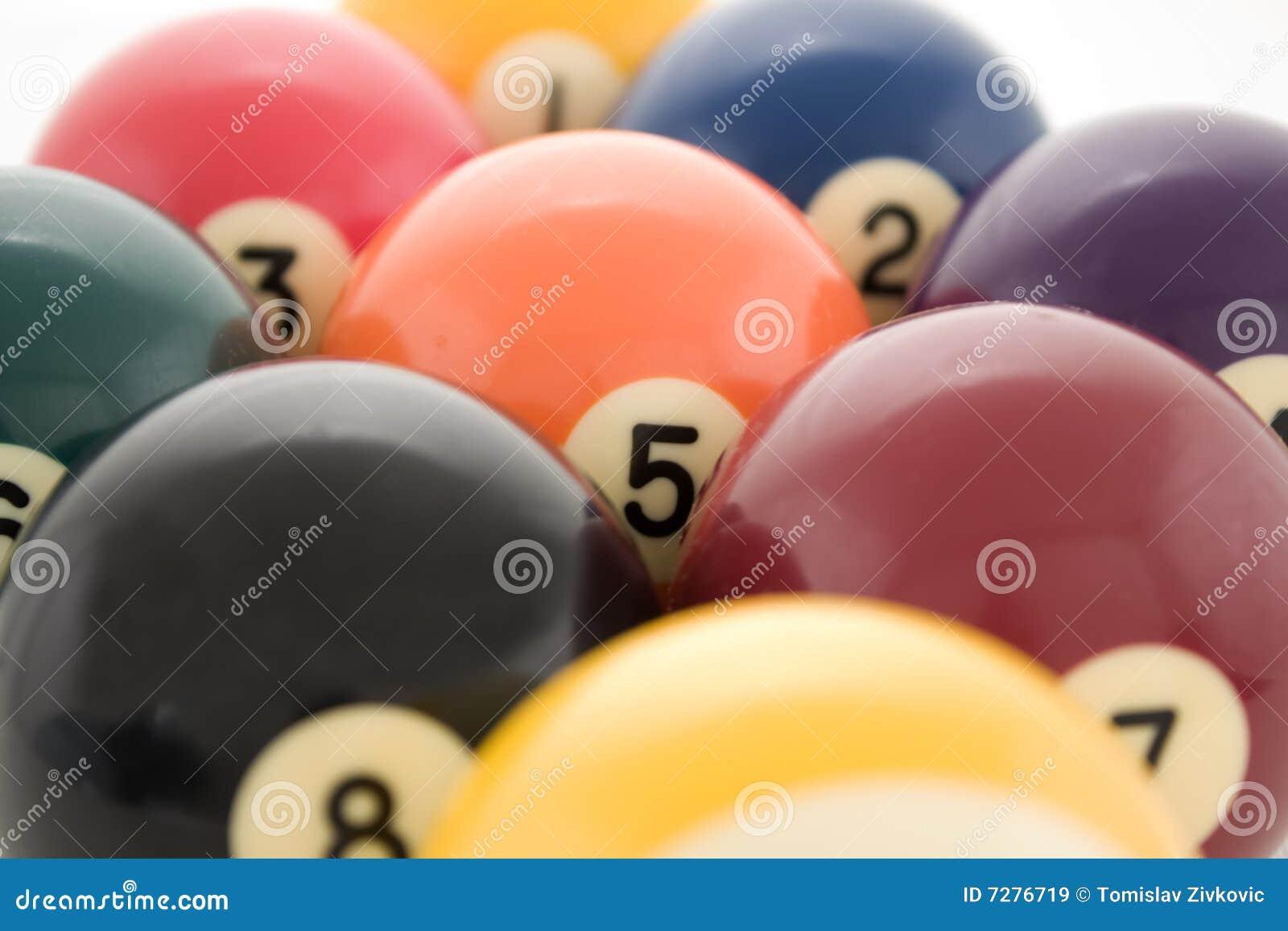 Las bolas de billar se cierran para arriba