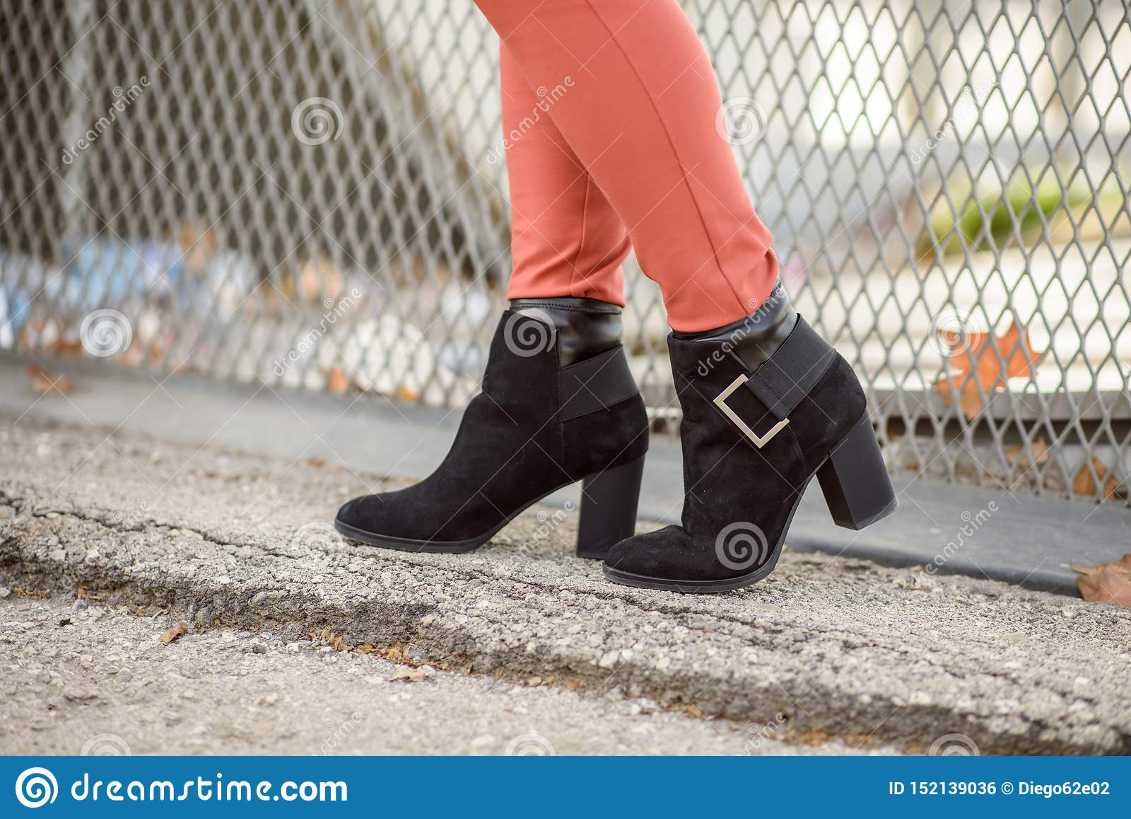 Las botas negras de las mujeres