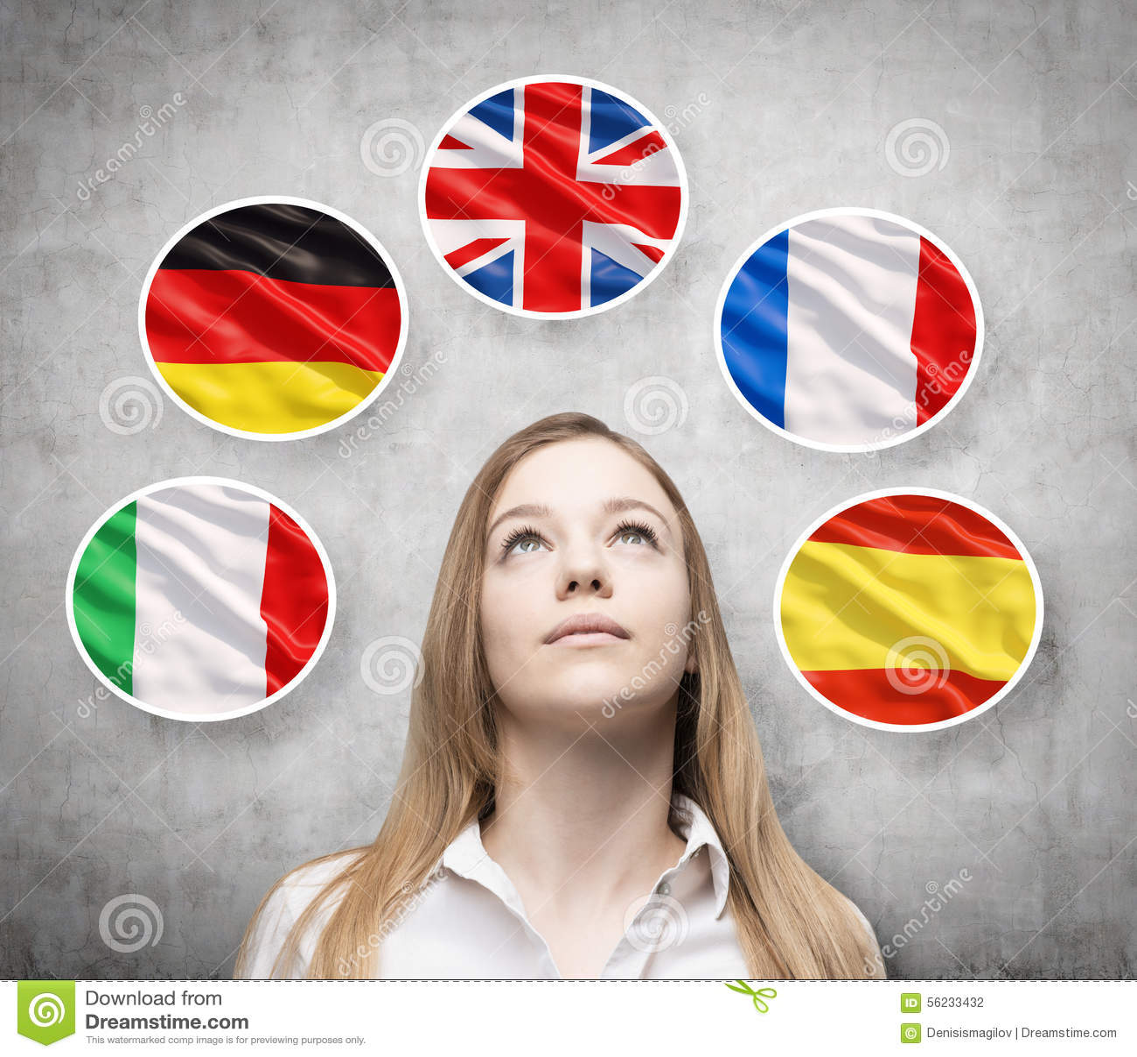 Las burbujas con las banderas de países europeos rodea a la señora hermosa (italiano, alemán, Gran Bretaña, francés, españoles)