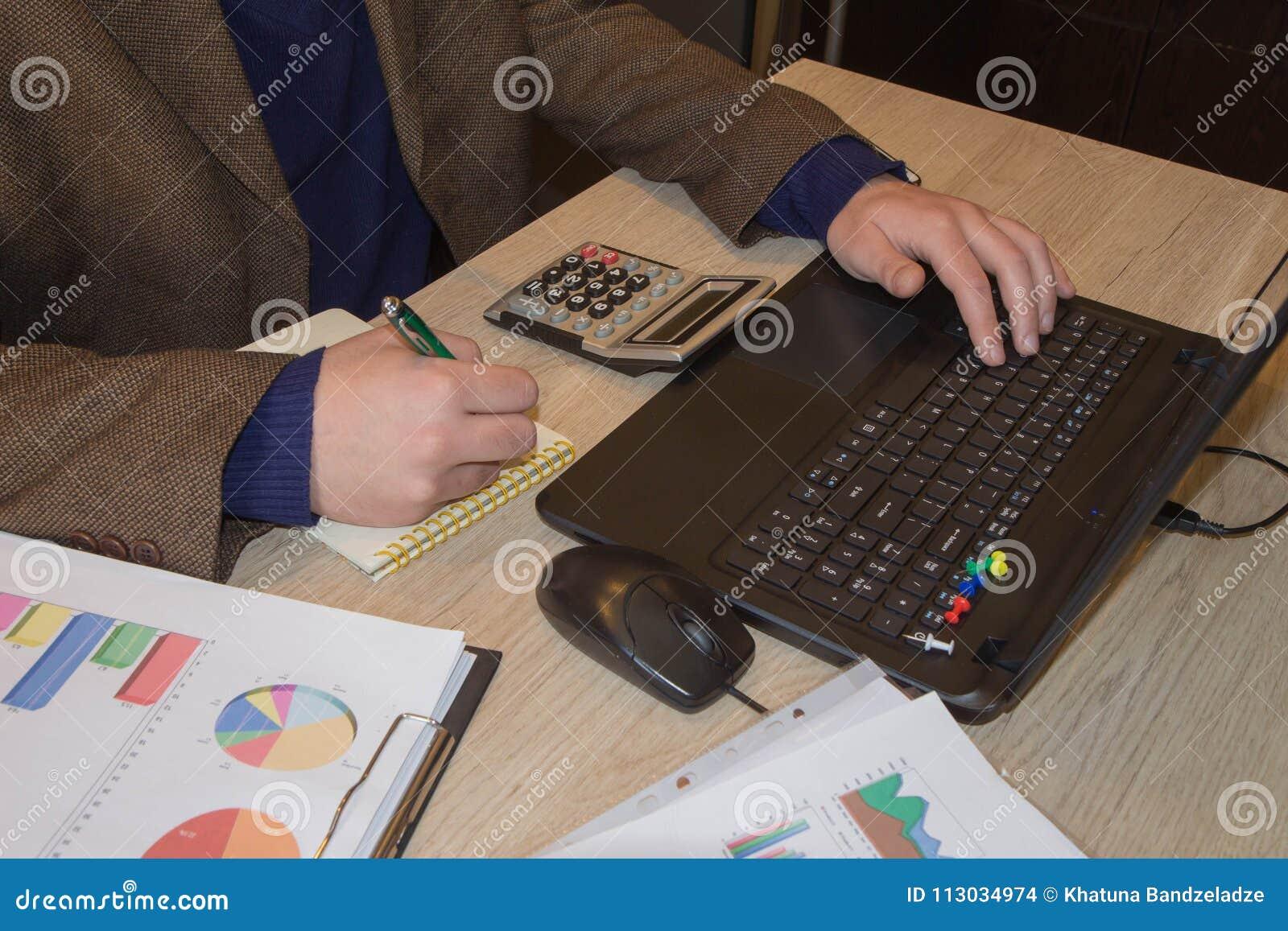 Las calculadoras, los propietarios de negocio, la contabilidad y la tecnología, el negocio, el ordenador, el ordenador portátil,