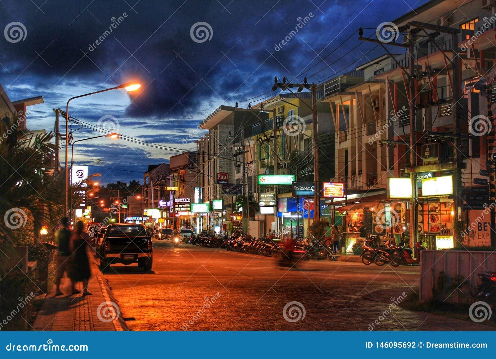 Las calles de Phuket en la noche
