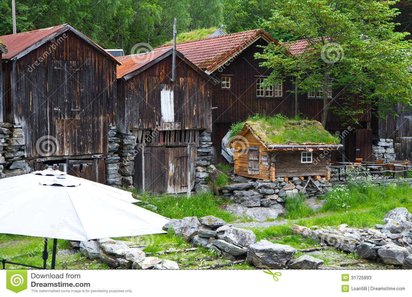 Las casas de campo en pueblo olden en noruega fotos de - Casas en pueblos ...