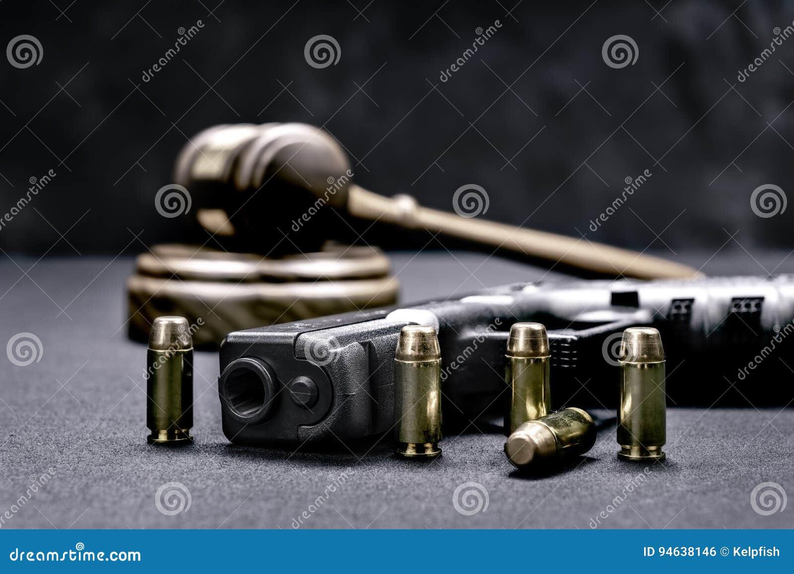 Las derechas del mazo y del arma
