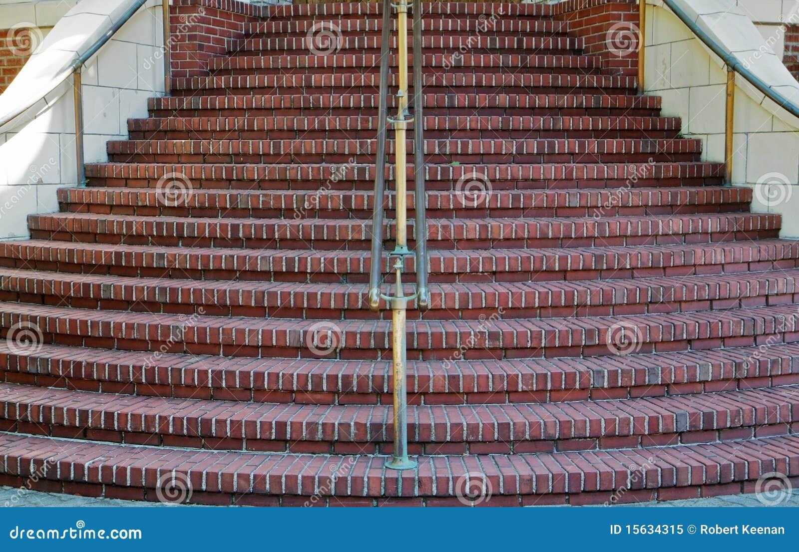 Las escaleras redondas se cierran foto de archivo libre de - Escaleras de ladrillo ...